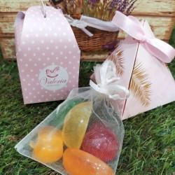Caja de jabones con aromas frutales listos para regalar