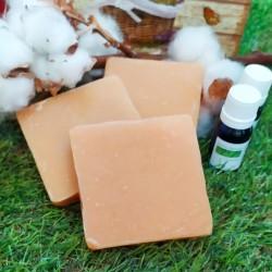 Jabón artesano con aceite de Nen. Repele los insectos.