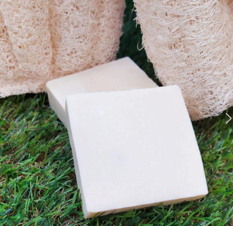 Jabón puro de aceite de oliva sin aromas ni color, especial para pieles muy sensibles