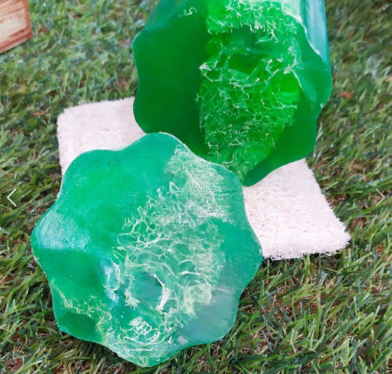 Esponja de lufa con jabón aroma manzana: descubre su alto poder anticelulítico