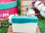Jabón artesano con aceite de oliva, leche de burra y aloe vera para pieles secas