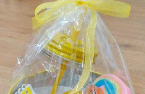 Lata regalo infantil con productos de higiene para niños.